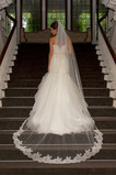 Svadobné závoj s hrebeňom Biele čipky Lace Mid-dĺžka