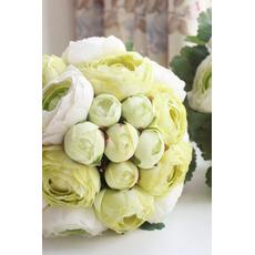 Listy sú zelené svadobné držanie kvetov družička drží kvety