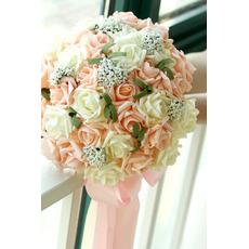 kvety parta nevesty drží šampanské ruže kvetina družičky manželstva