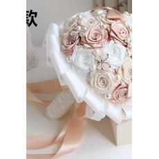 Pearl diamant ručné nevesty drží kvety vlastné ruže družičky kytice